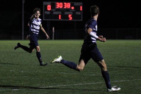 Boys soccer defeats Blue Valley in last game of season