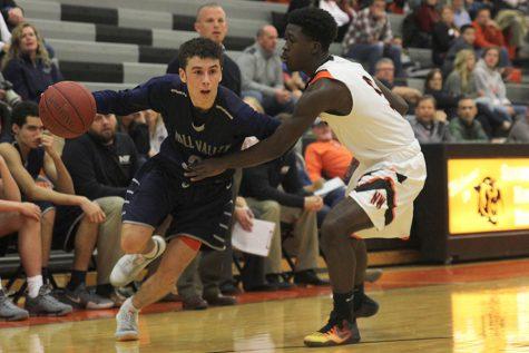 Boys basketball falls to Shawnee Mission Northwest