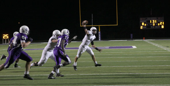Jaguars continue undefeated season after win over Pirates