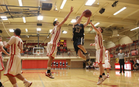 Boys basketball team wins road league game