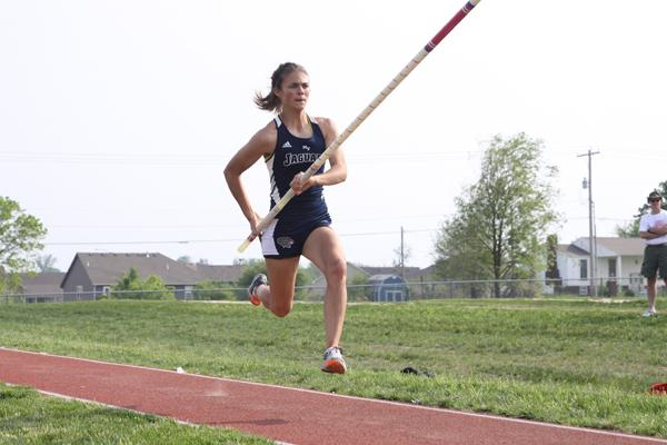 Junior breaks Kansas girls' state pole vault record