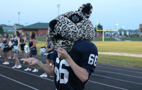 Sophomore entertains students as school mascot