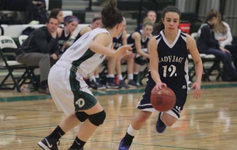 JV girls basketball defeats De Soto High School, 39-35