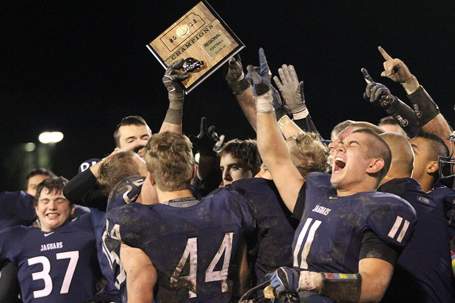 The+football+team+celebrates+its+38-6+victory+over+St.+Thomas+Aquinas+in+their+regional+game+on+Friday%2C+Nov.+8.+The+team+will+play+Blue+Valley+in+their+sectional+game+on+Friday%2C+Nov.+15.
