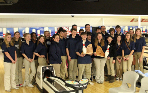 Bowling team defends league title