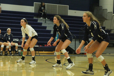 Volleyball loses to Blue Valley West, defeats Shawnee Mission West