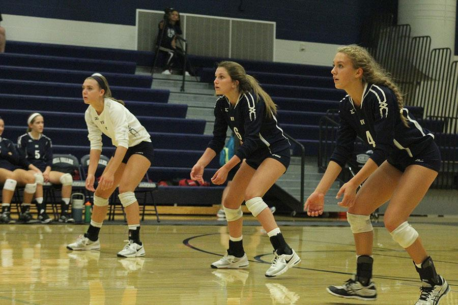 Volleyball+loses+to+Blue+Valley+West%2C+defeats+Shawnee+Mission+West