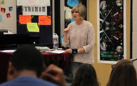 Choir teacher Sheree Stoppel receives De Soto teacher of the year award