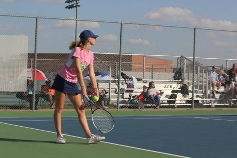 Girls tennis goes 6-2 in triangular