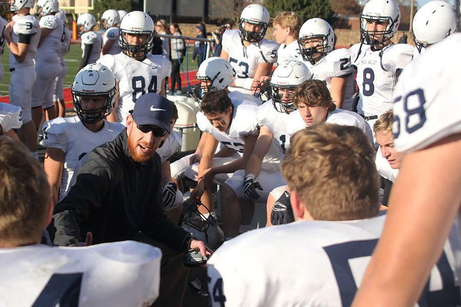 Defensive+coordinator+Drew+Hudgins+speaks+to+the+defensive+players+during+overtime.%0A