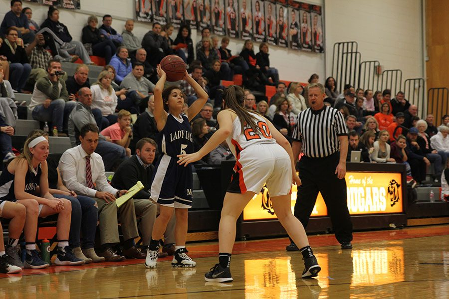 Looking+for+a+teammate+open%2C+sophomore+Presley+Barton+holds+the+ball+above+her+head+on+Tuesday%2C+Dec.+6.+The+girls+lost+against+SMNW+36-31.