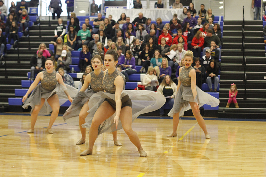Silver+Stars+sophomores+dip+their+front+arms+during+the+group+jazz+routine.+This+routine+placed+first.
