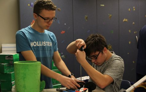 Engineering students design and build robots in project