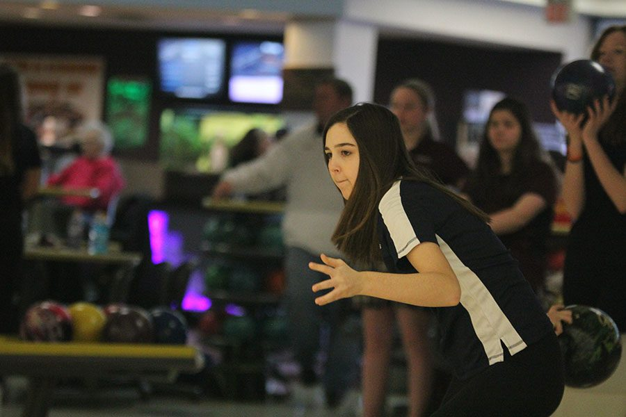 Getting+ready+to+bowl%2C+junior+Tori+Benson+focuses+on+her+target+during+the+bowling+meet+on+Wednesday%2C+Feb.+15th+at+Park+Lanes.