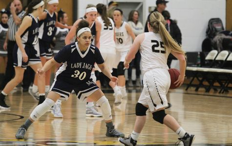 Girls basketball falls to Blue Valley