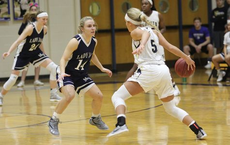 Girls basketball defeated by St. Thomas Aquinas