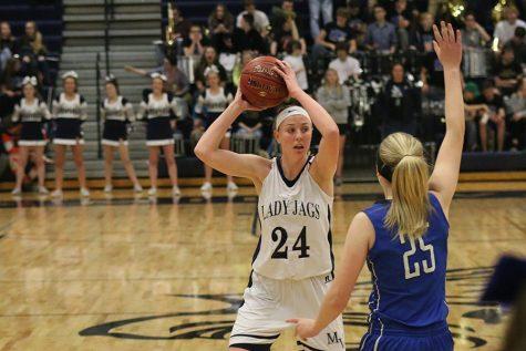 Girls basketball falls to Gardner Edgerton