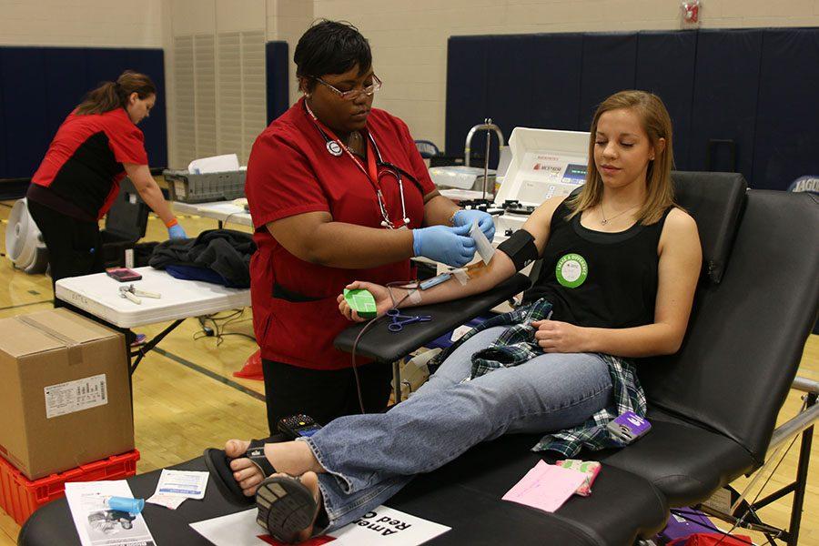 Sophomore+Caroline+Rutledge+gets+her+blood+drawn+on+Thursday%2C+March+23.