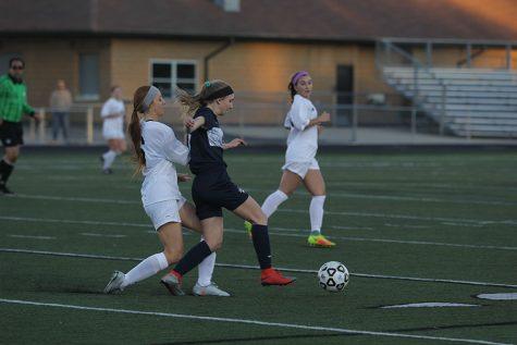 Girls soccer defeats Blue Valley 1-0