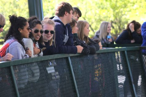Senior class goes to the zoo after winning class cup