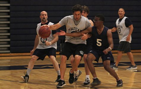Students fall to faculty in Mayhem Week basketball game