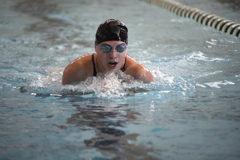 Senior+Vicki+Robinson+swims+the+breaststroke.