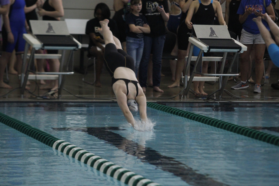 Freshman+Kayla+Teasley+dives+into+the+water+to+start+her+event.