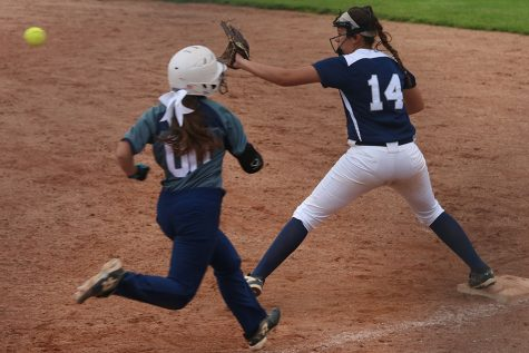Softball defeats Tonganoxie
