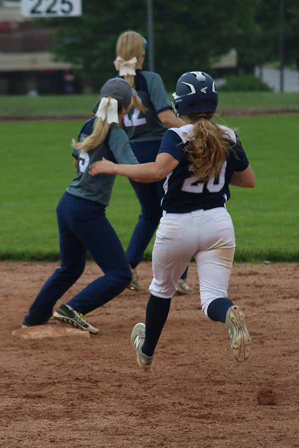 While+her+opponents+try+to+tag+her+out%2C+sophomore+Haley+Puccio+runs+to+touch+second+base