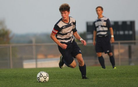 Boys soccer loses in game against Blue Valley West