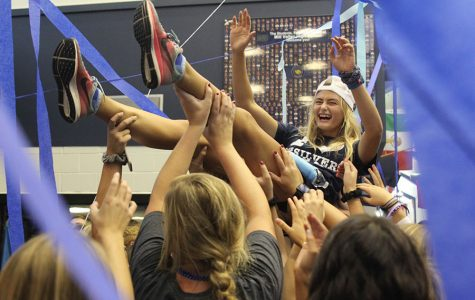 Senior class takes part in annual blue bomb tradition