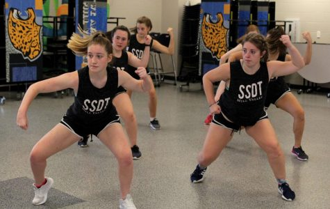 During Blue 1 on Wednesday, Sept. 13, seniors Abby Sutton and Emma Barge practice the hip-hop routine.