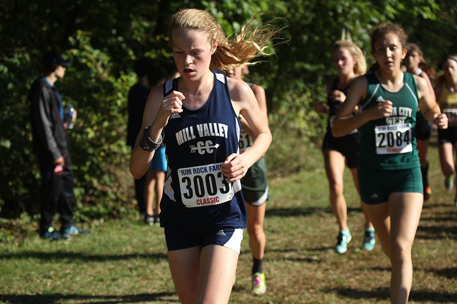 Halfway+through+the+race%2C+freshman+Molly+Ricker+leads+a+pack+of+runners+at+the+Rim+Rock+race+on+Saturday%2C+Sept.+23.