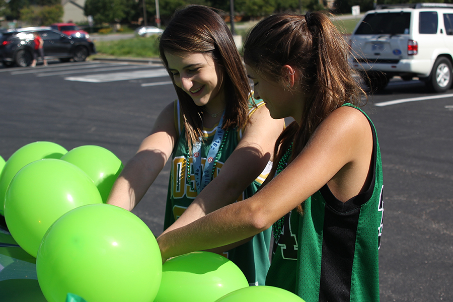 Before+the+annual+homecoming+parade+on+Wednesday%2C+Sep.+6%2C+Sophomores+Grace+Hanson+and+Abby+Miller+help+decorate+the+sophomore+class+float.