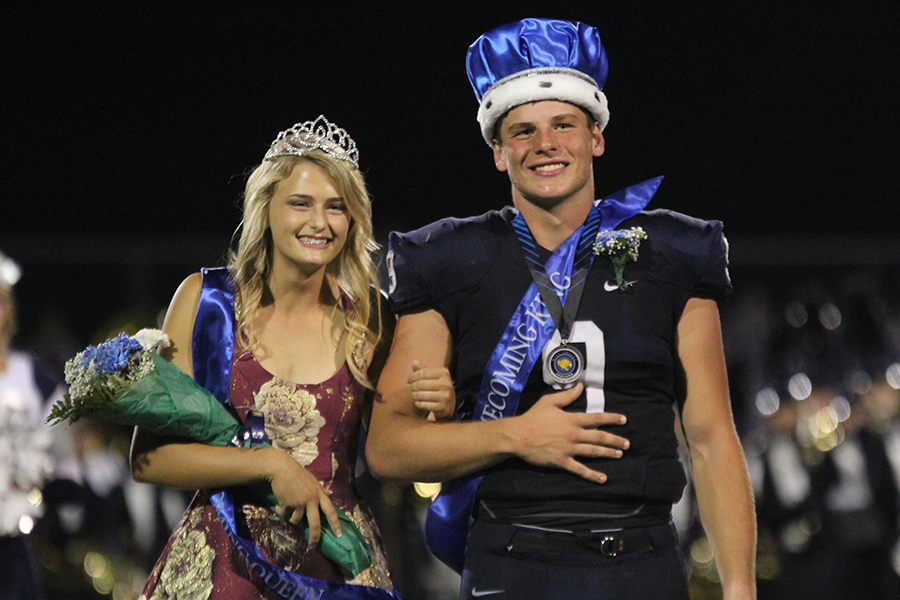 Smiling+at+the+crowd%2C+seniors+Bella+Hadden+and+Brody+Flaming+accept+their+crown.