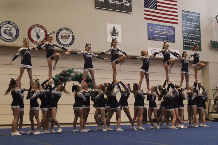 For+the+final+stunt+of+the+routine%2C+eight+fliers+hold+hands+in+the+competition+on+Saturday%2C+Nov.+11.+