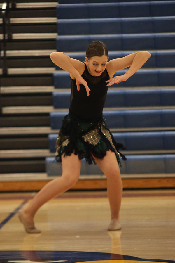 Performing+her+solo%2C+freshman+Kenzie+Harris+places+third+among+freshman+at+the+Kansas+City+Classic+on+Saturday%2C+Dec.+9.