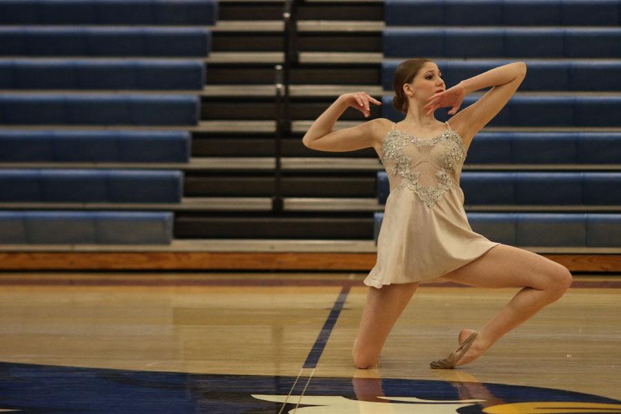 Performing+her+solo+on+Saturday%2C+Dec.+9%2C+junior+Addie+Ward+dances+at+the+Kansas+City+Classic.+