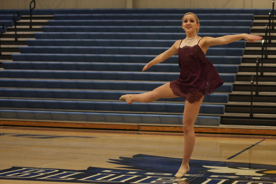 Turning+in+her+solo%2C+junior+Bella+Line+performs+at+the+Kansas+City+Classic+on+Saturday%2C+Dec.+9%2C+placing+sixth+among+juniors.