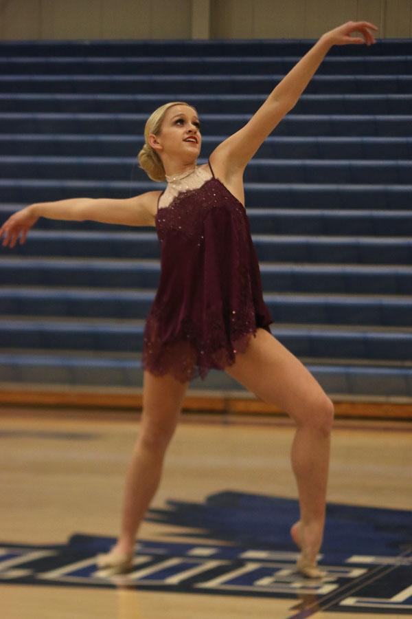 Performing+her+solo%2C+junior+Bella+Line+places+sixth+among+juniors+at+the+Kansas+City+Classic+on+Saturday%2C+Dec.+9.