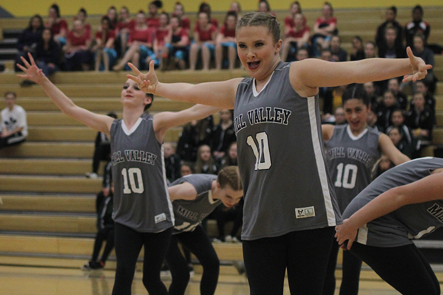 Exerting+emotion%2C+freshman+Jenna+Haase+performs+the+hip+hop+routine+on+Saturday%2C+Jan.+13.