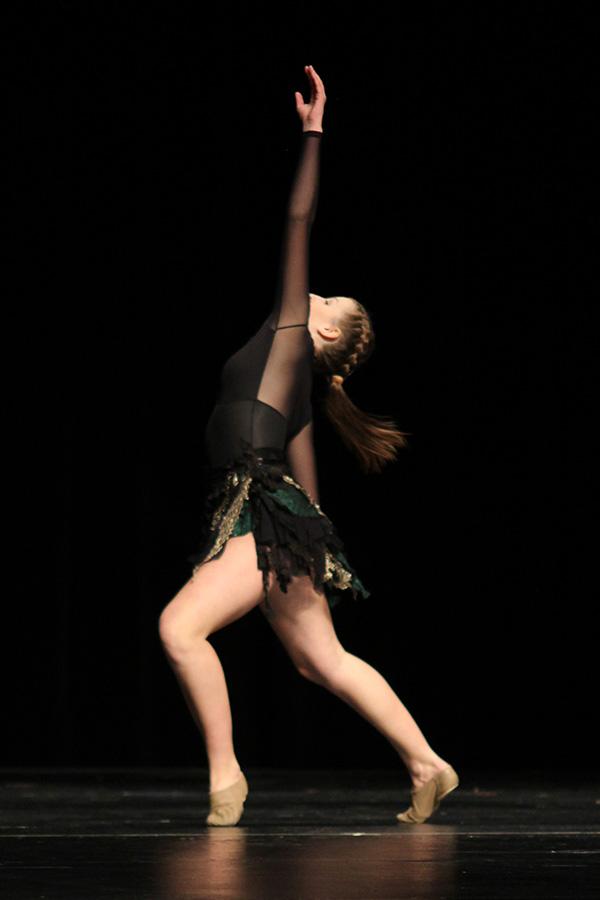 Performing+her+solo%2C+freshman+Kenzie+Harris+reaches.