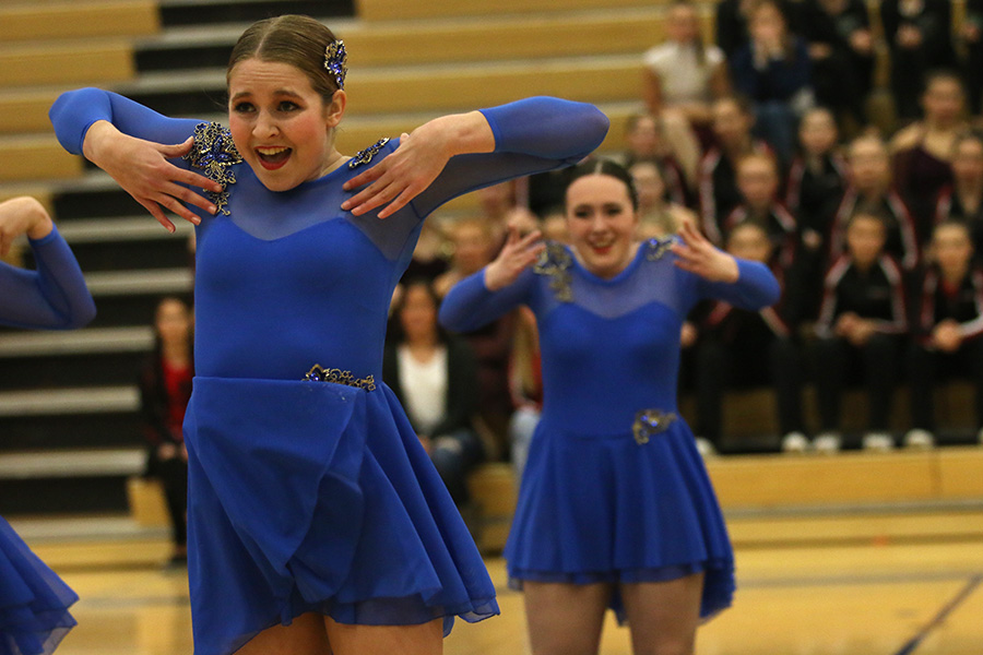 Standing+in+front+of+her+fellow+teammates%2C+sophomore+Sydney+Ebner+performs+the+jazz+routine+on+Saturday%2C+Jan.+13.