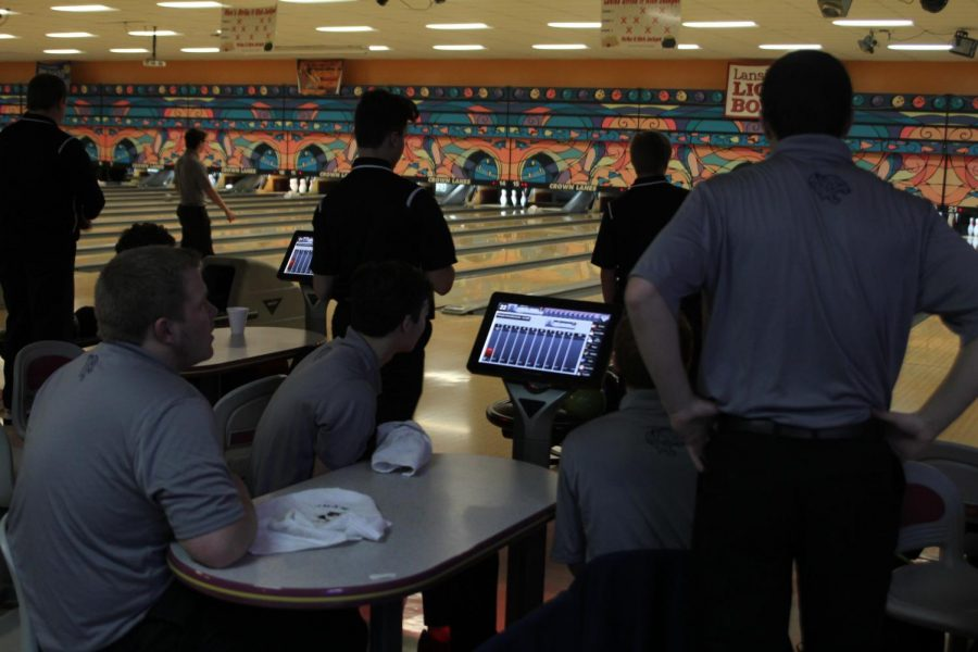 Preparing+to+begin+the+frame%2C+seniors+Trey+Callahan%2C+Brent+Stevenson%2C+Bradley+Teasley+and+Clark+Harris+discuss+their+strategy+for+the+meet.+The+bowling+meet+was+held+in+Leavenworth+at+Crown+Lanes+versus+Lansing+on+Tuesday%2C+Jan.+16.