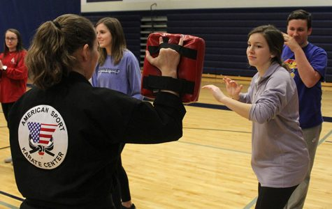 JagPRIDE holds seminar self-defense class for students