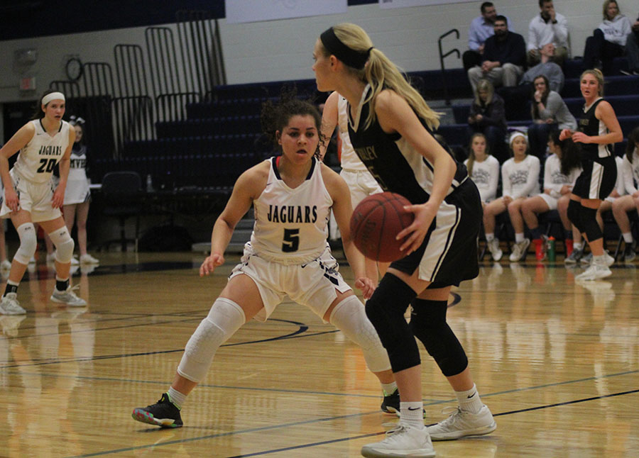 With+her+eyes+on+the+ball%2C+junior+Presley+Barton+defends+a+Blue+Valley+player.