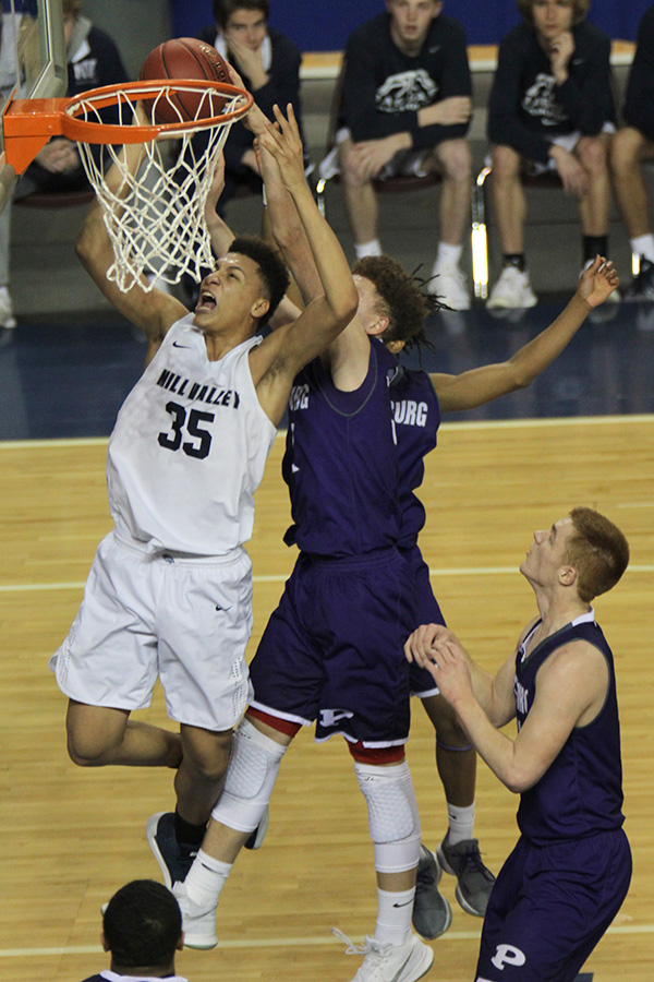 Surrounded+by+defenders%2C+freshman+Keeshawn+Mason+shoots+the+ball+after+an+offensive+rebound.+%0A