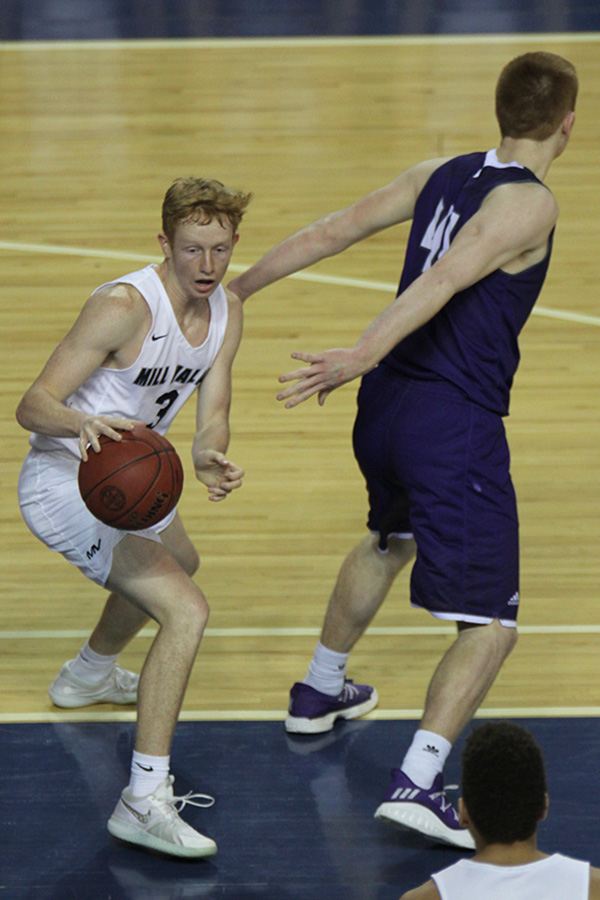 After+grabbing+an+offensive+rebound%2C+senior+Sammy+Rebeck+dribbles+away+from+his+defender+to+find+an+open+teammate.