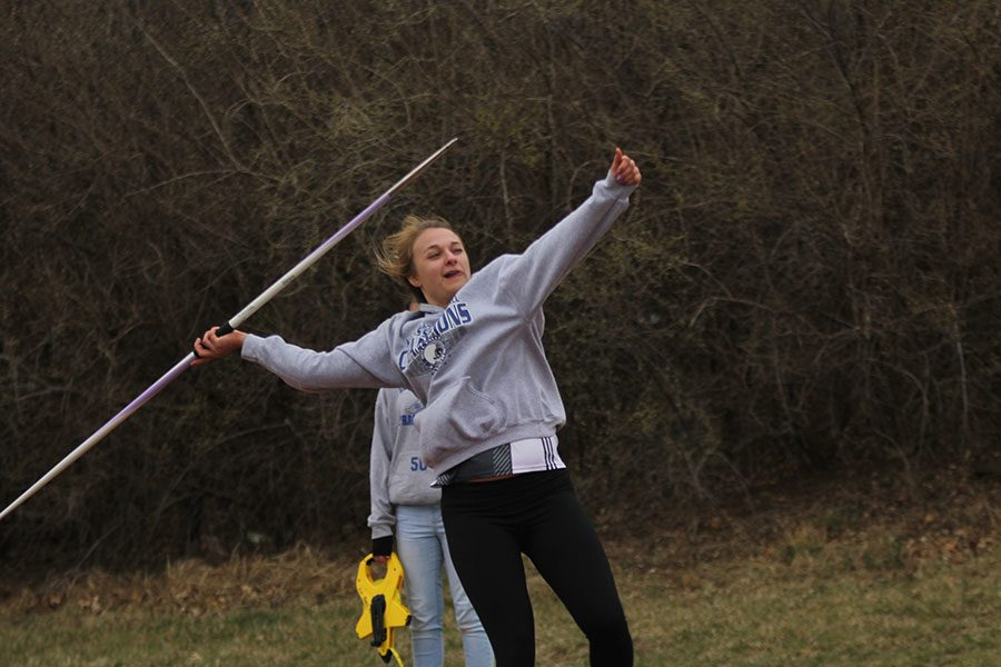 Aiming+with+her+thumb%2C+junior+Adelle+Warford+prepares+to+throw+her+javelin