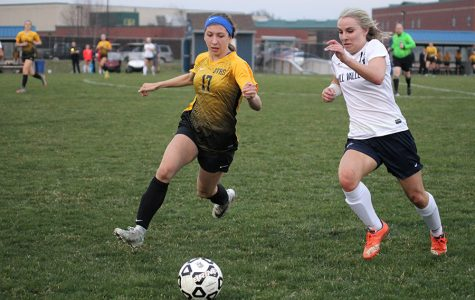 Girls soccer defeats the Blue Valley Tigers